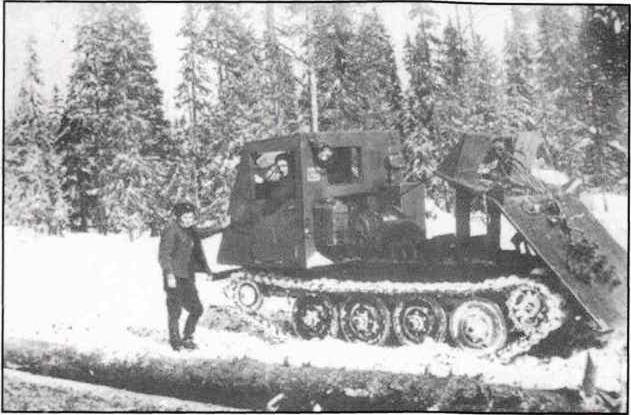 """Трактор ТДТ-40, Вандыш, 1956. Фото из книги """"День Урдомы"""", 2007, О.Угрюмов."""