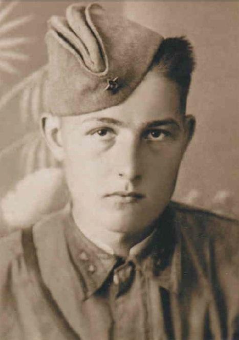 Виктор Абражевич. Май 1942 года. После окончания училища.
