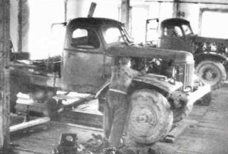 ЗИЛ-157 или 131, прозванная в народе семёра, в ремонтных мастерских В-Лупинского ЛПХ