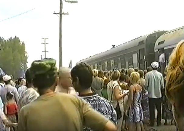 июль 2001, п.Урдома. Поезд В.В.Жириновскогой прибыл на перрон вокзала.