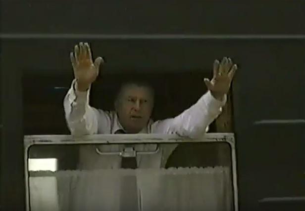 июль 2001, п.Урдома. В.В.Жириновский прощается с жителями поселка.