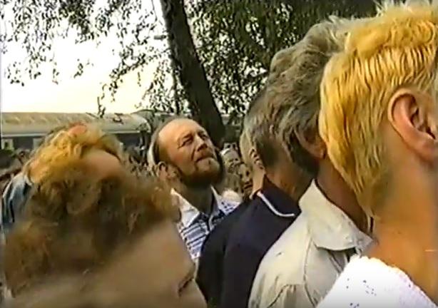 июль 2001, п.Урдома. Жители поселка во время выступления В.В.Жириновского.